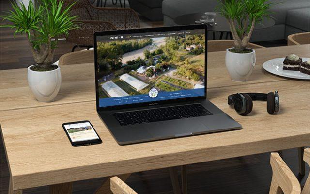 Mockup du site représenté sur un ordinateur portable et un téléphone